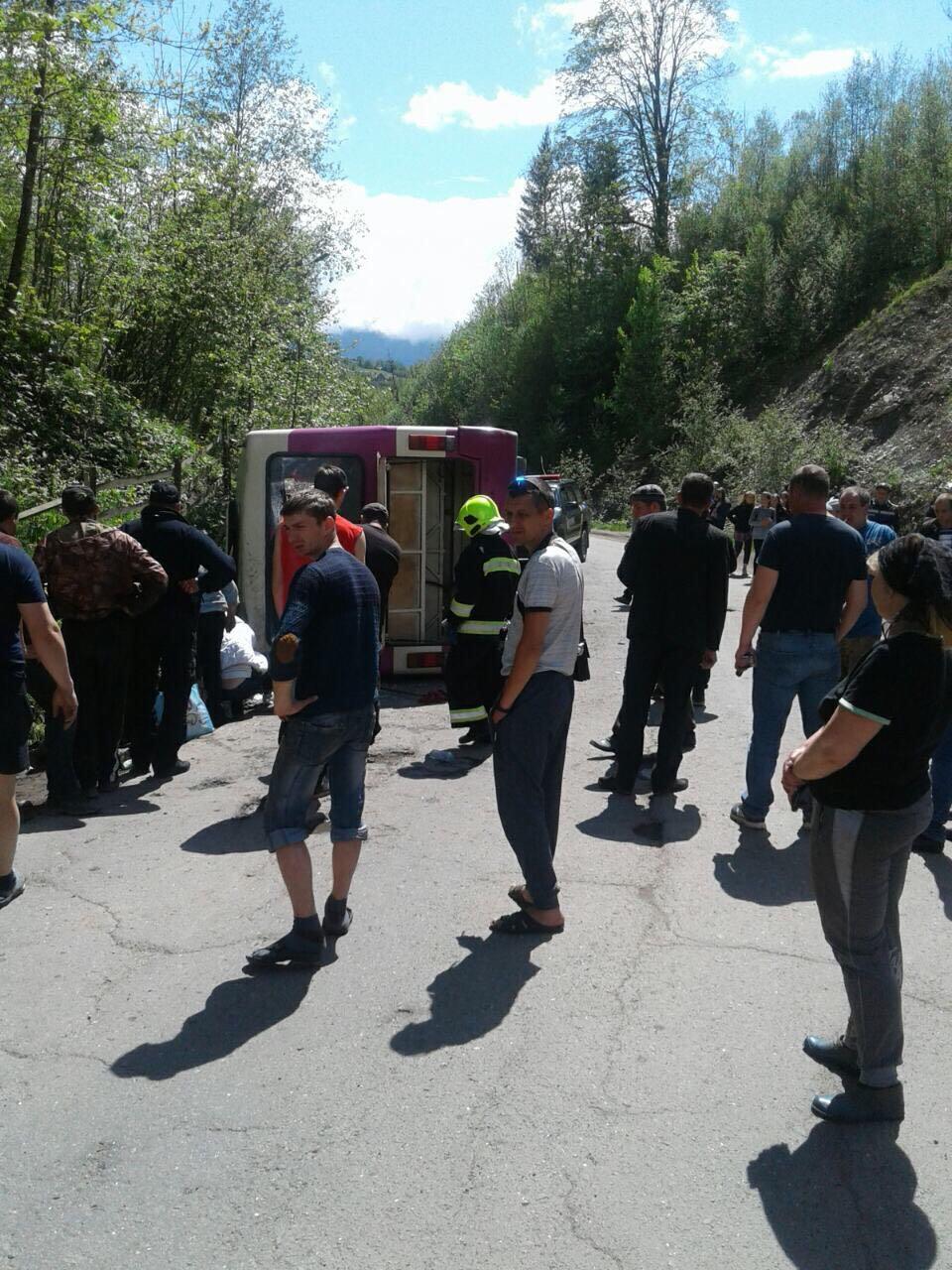 На Закарпатье перевернулся автобус, есть жертвы