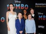 Анджелина Джоли со своими детьми и приемной дочерью Захарой
