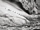 Пингвины на айсберге между островами Заводовский и Высокий недалеко от Антарктиды (2009).