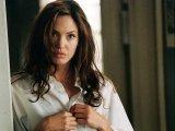 Анджелина Джоли была первой женщиной, которую журнал Esquire удостоил звания Sexiest Woman Alive в 2004 году.