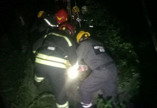 В Киеве прохожий упал в колодец на территории парка (фото)
