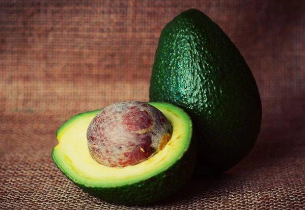 Авокадо может быть опасным для здоровья: кому противопоказано есть эти плоды