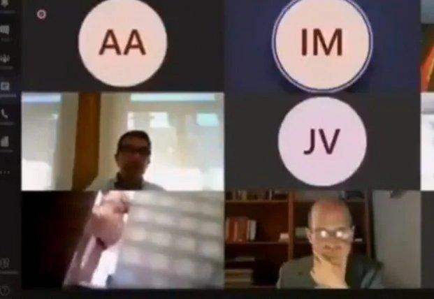Испанский политик решил сходить в душ во время онлайн-конференции, но забыл выключить камеру (видео)
