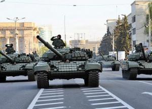 """Військова техніка з """"парадів"""" у Донецьку й Луганську не відведена: РФ готує воєнну ескалацію в регіоні"""