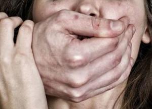 В Киеве парень изнасиловал женщину
