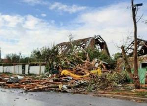 На Николаевщине и в Кропивницком ураган повредил десятки крыш и валил деревья (фото, видео)