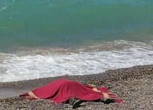 В Крыму на пляж вынесло тело мужчины с гирей на шее
