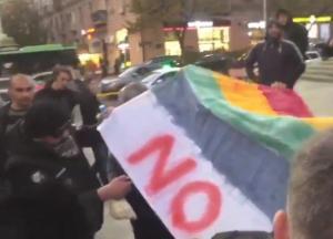 В Тбилиси вспыхнули беспорядки из-за фильма о танцорах-геях (видео)