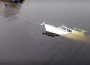 В Киеве затонула частная прогулочная яхта (видео)