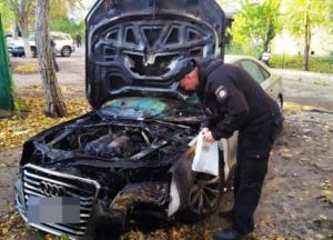 В Одессе подожгли автомобиль с женщиной в салоне (видео)
