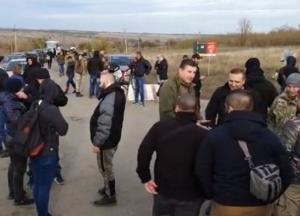 В Золотом протестуют против разведения войск (видео)
