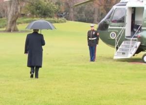 Трамп забыл про свою жену перед посадкой в вертолет (видео)