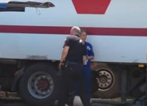 Несчастный случай на парковке: в Днепре кабина фуры раздавила мужчину (видео)