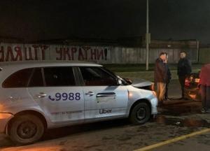 В Киеве водитель такси устроил ДТП: пострадала беременная женщина (фото)