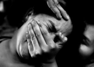 На Харьковщине избили и изнасиловали 52-летнюю женщину