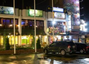 В Киеве иностранец устроил стрельбу в ресторане: ранена девушка-бармен