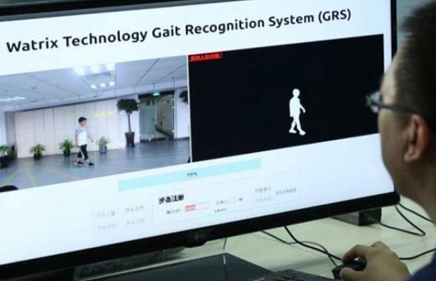 Забудьте о распознавании лиц, китайские власти теперь используют более эффективную технологию «распознавания походки»