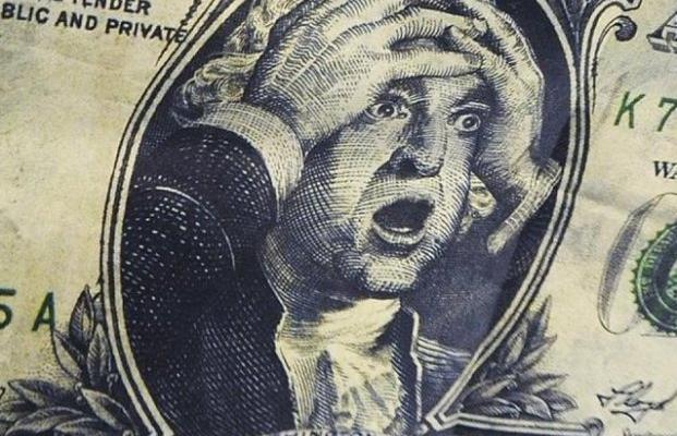 Украинцев ждет новый курс доллара, а мир - масштабная угроза: отчет МВФ