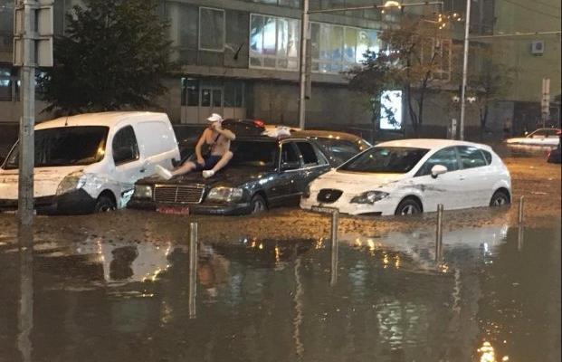Почему города «тонут» после ливней и что с этим делать? Опыт мировых мегаполисов