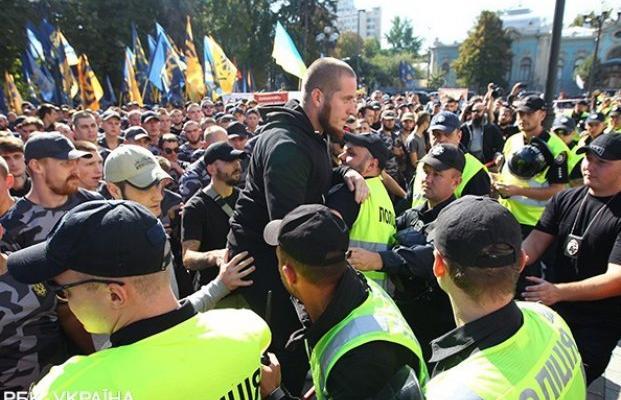 Столкновения и взрывы под Радой: почему активизировались националисты (фото, видео)