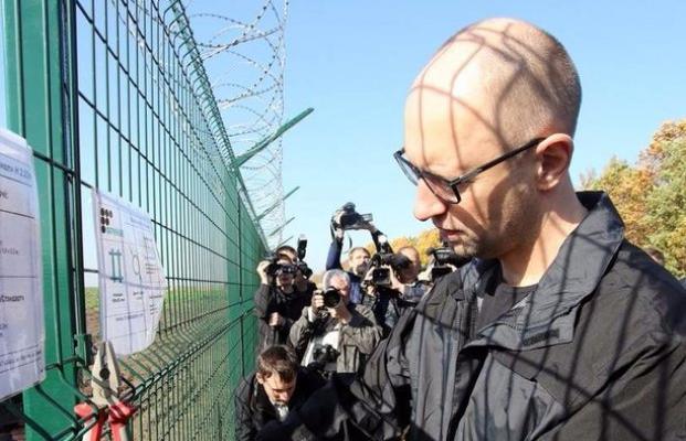 СМИ узнали, куда ушли 680 млн  для «Стены» Яценюка
