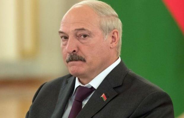 Мир, дружба, жвачка: как Лукашенко может разыграть карту выборов в Украине против Путина