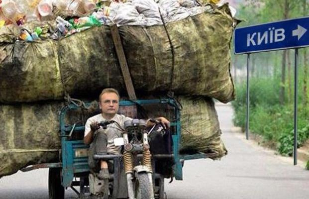 В сети высмеяли мусорные отношения Садового и Порошенко
