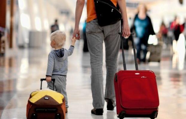 С ребенком за границу: что нужно знать родителям о новых правилах