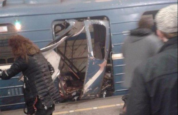 Взрыв вПетербурге: Владимир Путин проводит совещание спредставителями спецслужб