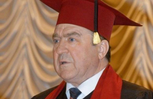Ректор университета Шевченко погряз в скандале с элитными коттеджами (расследование)