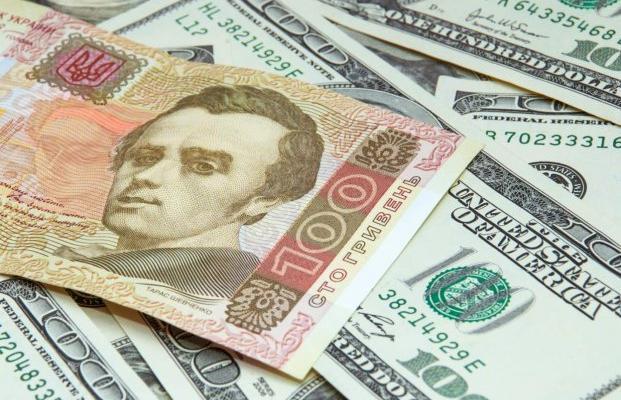 Доллар упал ниже психологической отметки: что будет с валютой дальше