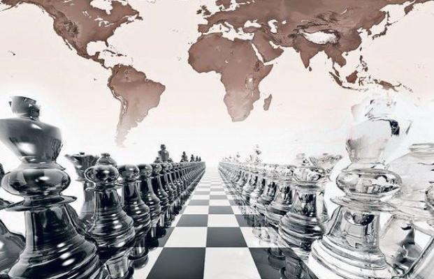 Игра на «великой шахматной доске» началась