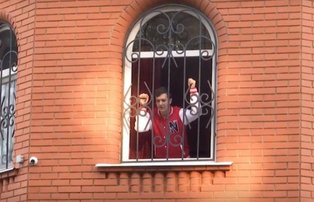 Готовьтесь становиться бомжами: вот так по новому закону отнимают жилье (видео)