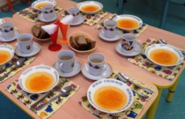 Бардак в киевских детсадах: родители платят за рыбу и мясо, а детей кормят кашей и иногда яйцами